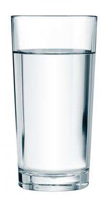 air-putih-merupakan-minuman-yang-pas-disaat-diet